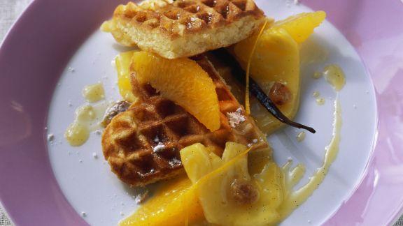 Rezept: Waffeln mit Ananas-Orangen-Kompott