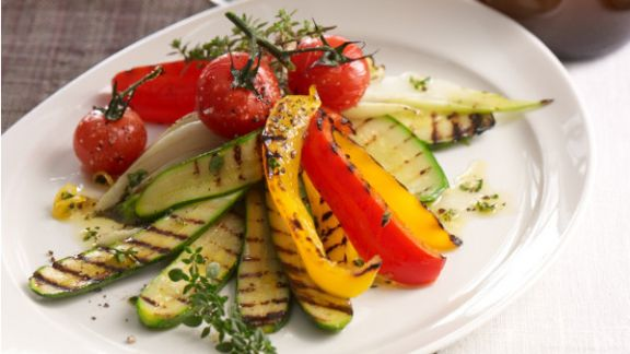 Rezept: Warmer Salat von gegrilltem Gemüse mit Zitronenthymian