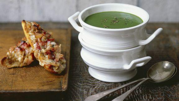 Rezept: Wasserkresse-Spinat-Suppe mit Käsebrot