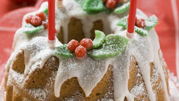 Rezept: Weihnachtlicher Gugelhupf mit Walnüssen