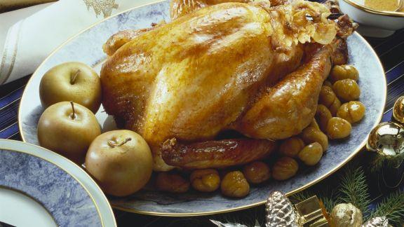 Rezept: Weihnachtlicher Putenbraten mit Maroni und Äpfeln