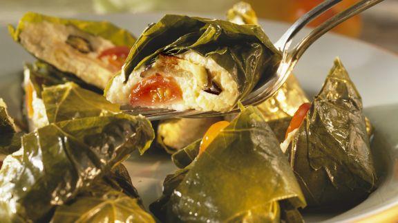 Rezept: Weinblätter mit Auberginen-Hirsecreme-Füllung