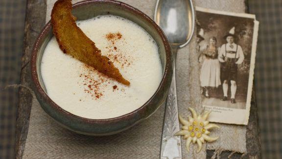Rezept: Weinsuppe mit Röstbrot