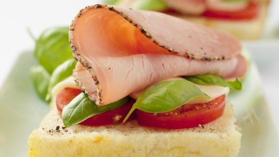 Rezept: Weißbrot mit Schinken und Tomaten