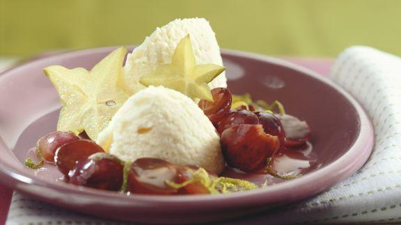 Rezept: Weiße Mousse au Chocolat mit roten Trauben