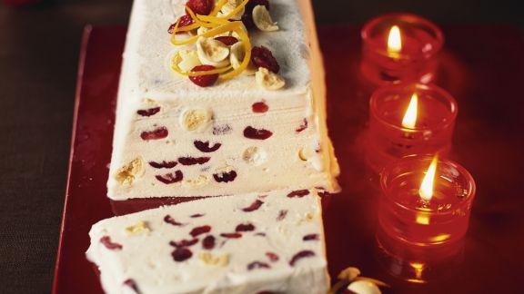 Rezept: Weißes-Schokoladenparfait mit Cranberrys