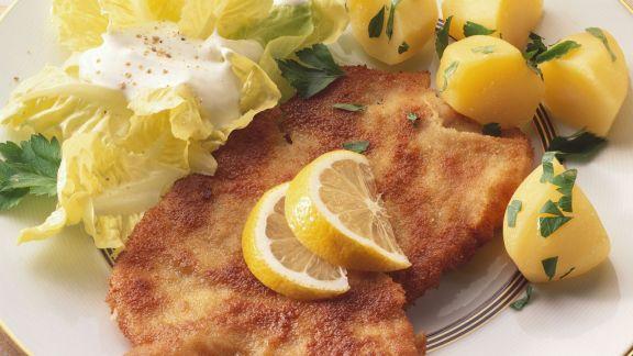 Rezept: Wiener Schnitzel mit Salat und Kartoffeln