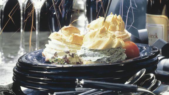 Rezept: Windbeutel mit Frischkäse gefüllt