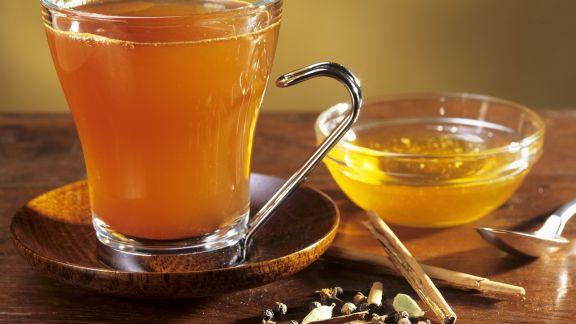 Rezept: Winterlicher Grüntee mit Gewürzen und Honig