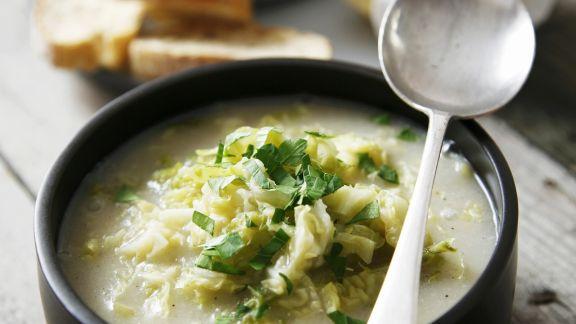 Rezept: Wirsing-Reis-Suppe mit Knoblauch