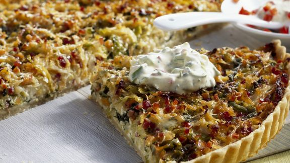 Rezept: Wirsing-Tarte mit Kressejoghurt