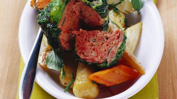 Rezept: Wirsingpäckchen mit Hackfleisch und Schmorgemüse