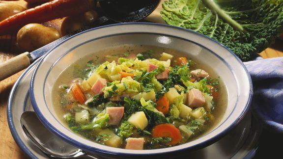 Rezept: Wirsingtopf mit Kassler, Kartoffeln und Karotten