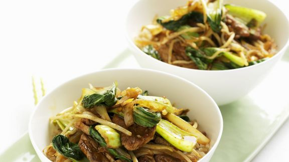Rezept: Wok mit Schweinefleisch, Sprossen und Pak Choy