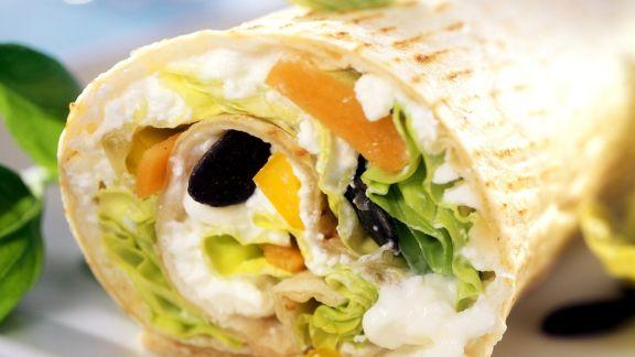 Rezept: Wrap mit Gemüse, Hüttenkäse und Kürbiskernen