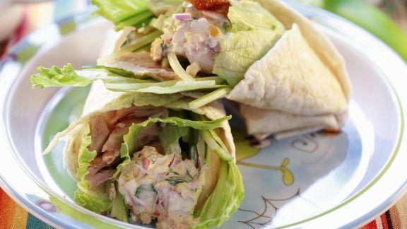 Rezept: Wraps mit gebackenem Hähnchen gefüllt