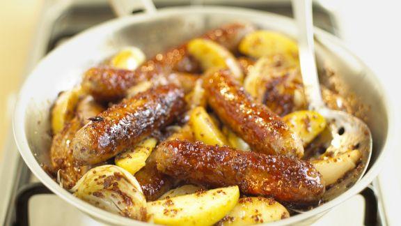 Rezept: Würstchenpfanne mit Apfel und Senf