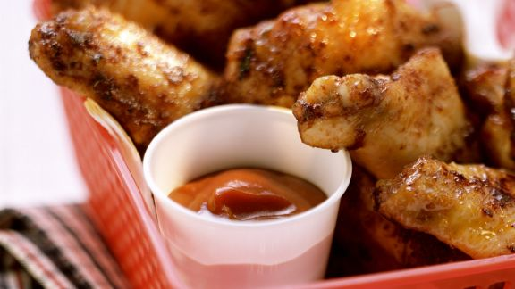 Rezept: Würzige Chicken Wings mit Dip