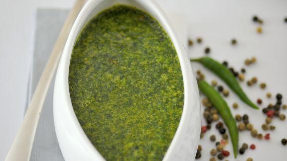 Rezept: Würzige grüne Soße aus Rucola, Koriander und Petersilie