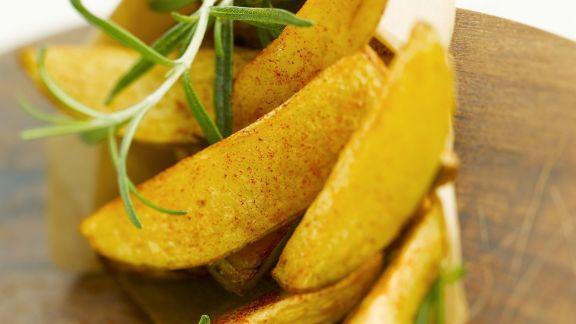 Rezept: Würzige Kartoffelecken mit Rosmarin