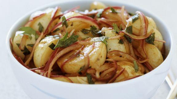 Rezept: Würziger Kartoffelsalat mit roten Zwiebeln