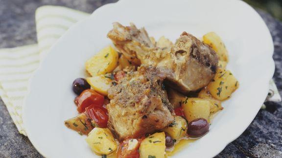 Rezept: Zicklein mit Kartoffeln, Oliven und Tomaten
