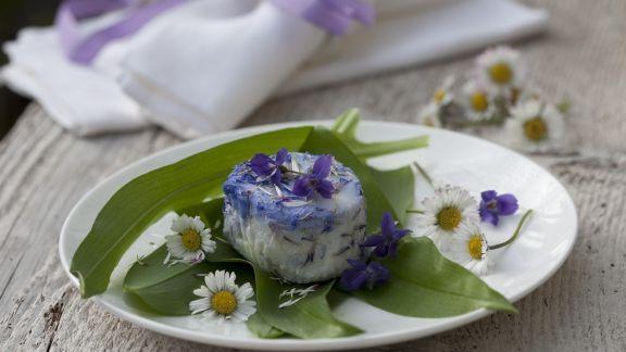 Rezept: Ziegenkäse mit Bärlauch und Essblüten