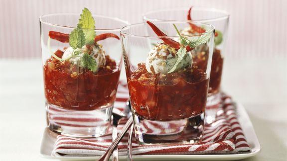 Rezept: Ziegenkäseklößchen in Salsa aus Erdbeere und Chili