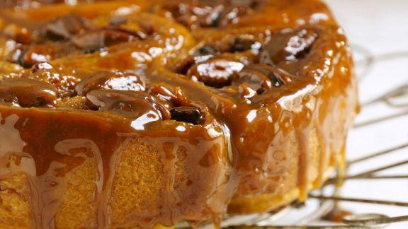 Rezept: Zimt-Schneckenkuchen mit Karamell glasiert