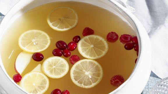 Rezept: Zitronen-Apfel-Punsch mit Cranberrys
