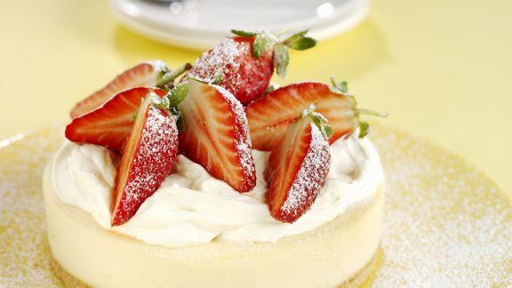 Rezept: Zitronen-Käsekuchen mit Erdbeeren