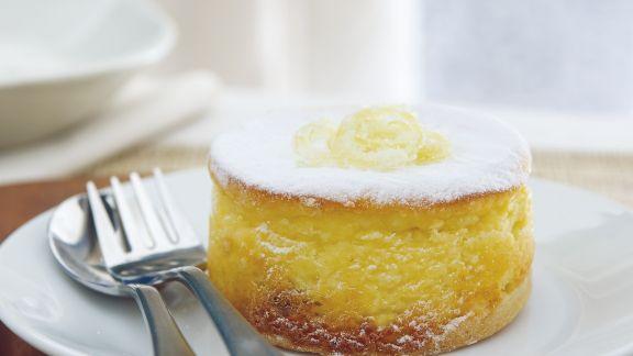 Rezept: Zitronen-Käseküchlein mit Johannisbeeren