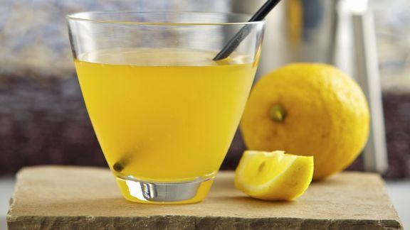 Rezept: Zitronencocktail mit Rum