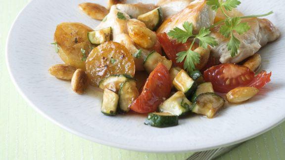 Rezept: Zitroniges Hühnchen mit Zucchini und Tomate