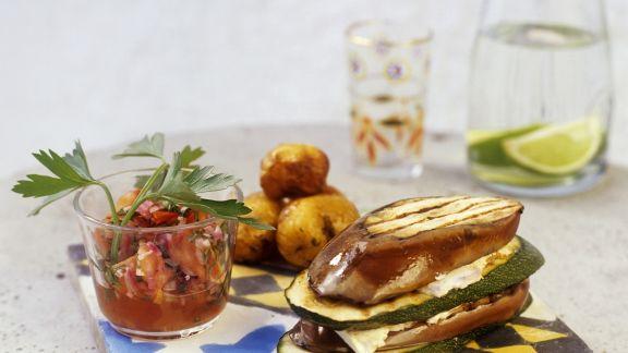 Rezept: Zucchini-Auberginen-Sandwich mit Frischkäse und Tomatendip