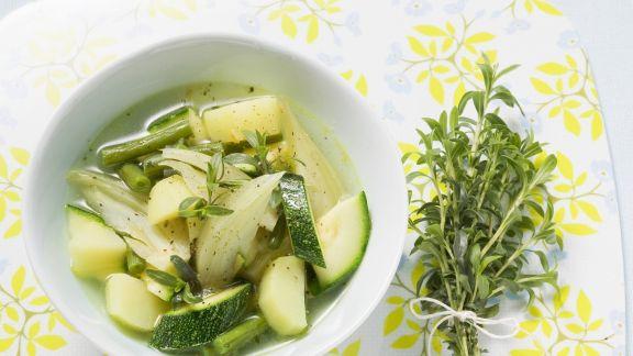 Rezept: Zucchini-Fenchel-Suppe mit grünen Bohnen