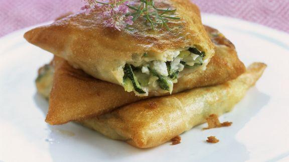 Rezept: Zucchini-Feta-Taschen aus Brickteig