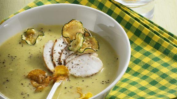 Rezept: Zucchini-Kürbis-Suppe mit Hähnchen und Knabbergemüse