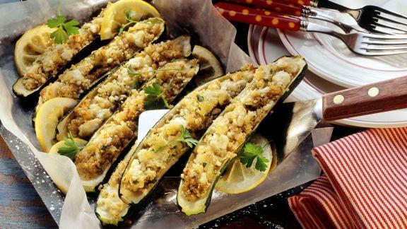 Rezept: Zucchini mit Bulgur-Feta-Füllung
