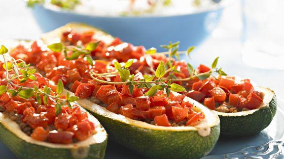 Rezept: Zucchini mit Hackfleisch-Tomaten-Füllung