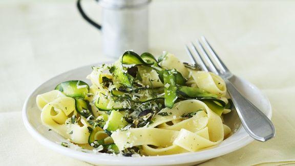 zucchini pasta mit limette rezept eat smarter. Black Bedroom Furniture Sets. Home Design Ideas