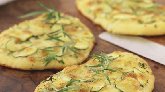 Rezept: Zucchini-Pizza mit Fenchel und Estragon