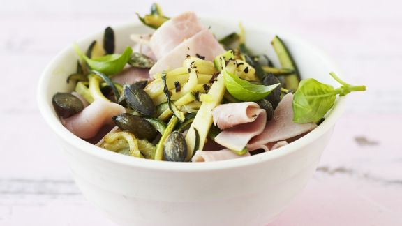 Rezept: Zucchini-Schinken-Salat