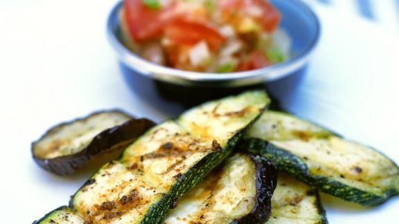 Rezept: Zucchini und Auberginen vom Grill mit Paprikasalat
