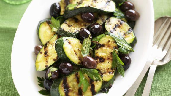 Rezept: Zucchini vom Grill mit Oliven