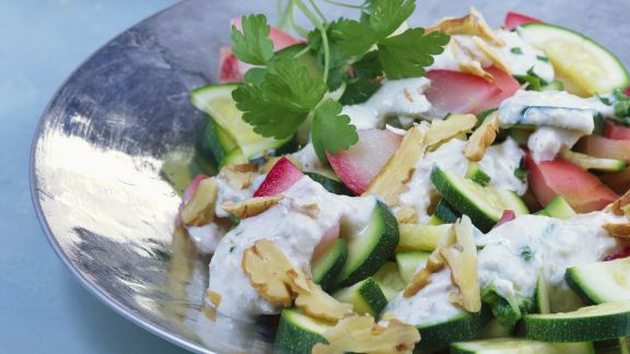 Rezept: Zucchinirohkost mit Walnusssoße