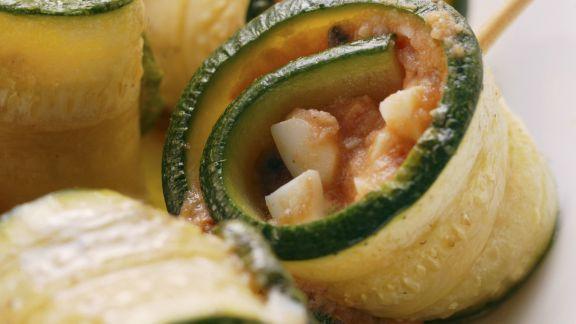 Rezept: Zucchinirouladen mit Tomate und Mozzarella