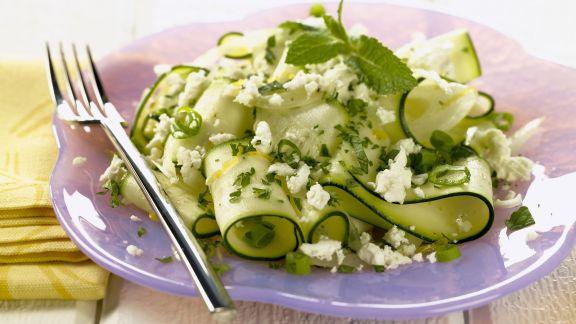 Rezept: Zucchinisalat mit Schafskäse