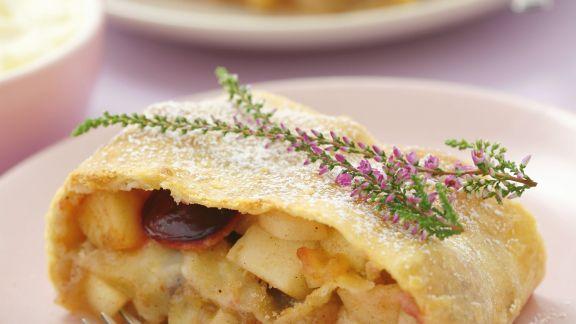 Rezept: Zwetschgen-Apfel-Strudel