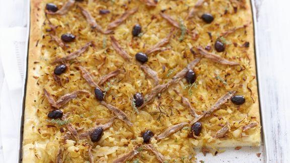 Rezept: Zwiebel-Anchovis-Kuchen mit Oliven